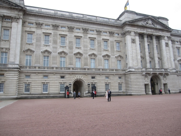 Buckingham Palace with fancy schmancy visitors